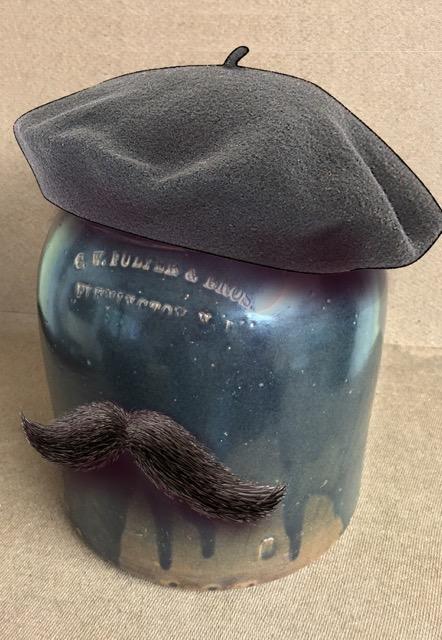 humidor-beret-mustache-2